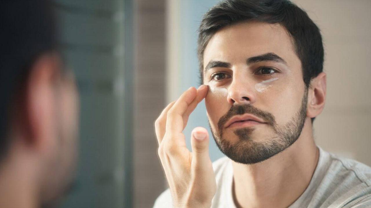 آیا استفاده از ضد آفتاب در منزل لازم است؟