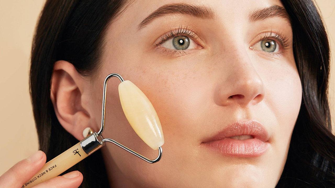آیا مواد آرایشی باعث تشدید آکنه میشود؟